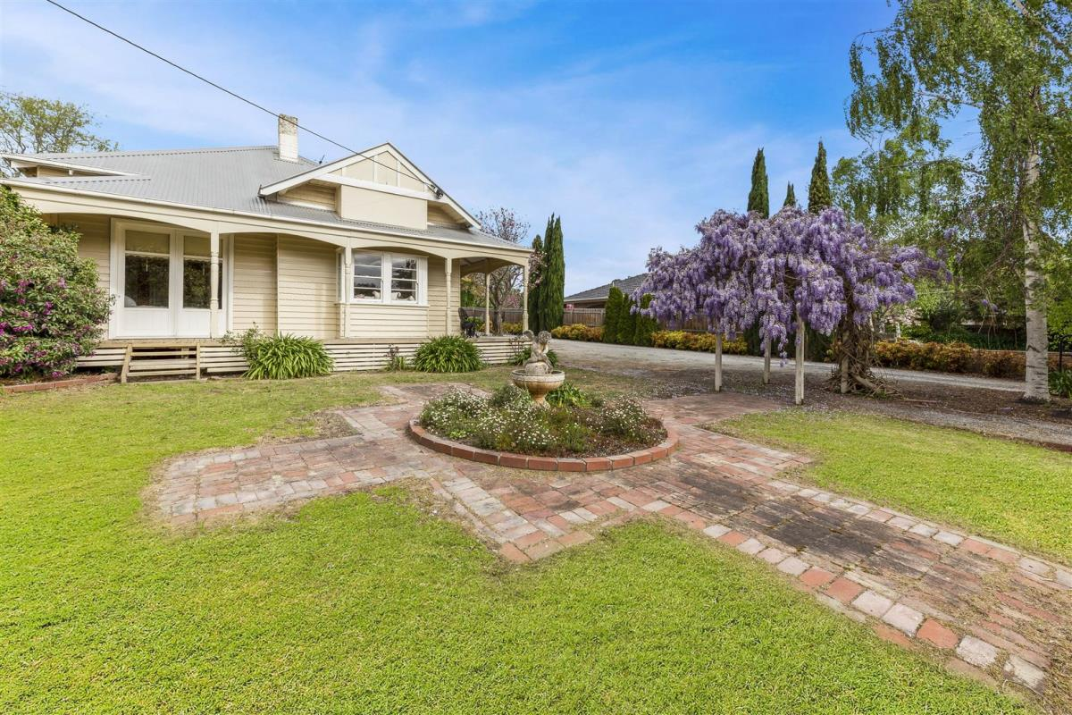 8-albert-road-drouin-3818-vic